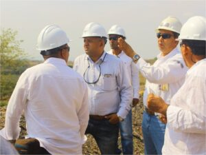 Iván de Armas, Superintendent of the Roads and Special Projects Department, responds to concerns from officials and city councilmen from the municipality of Bosconia.