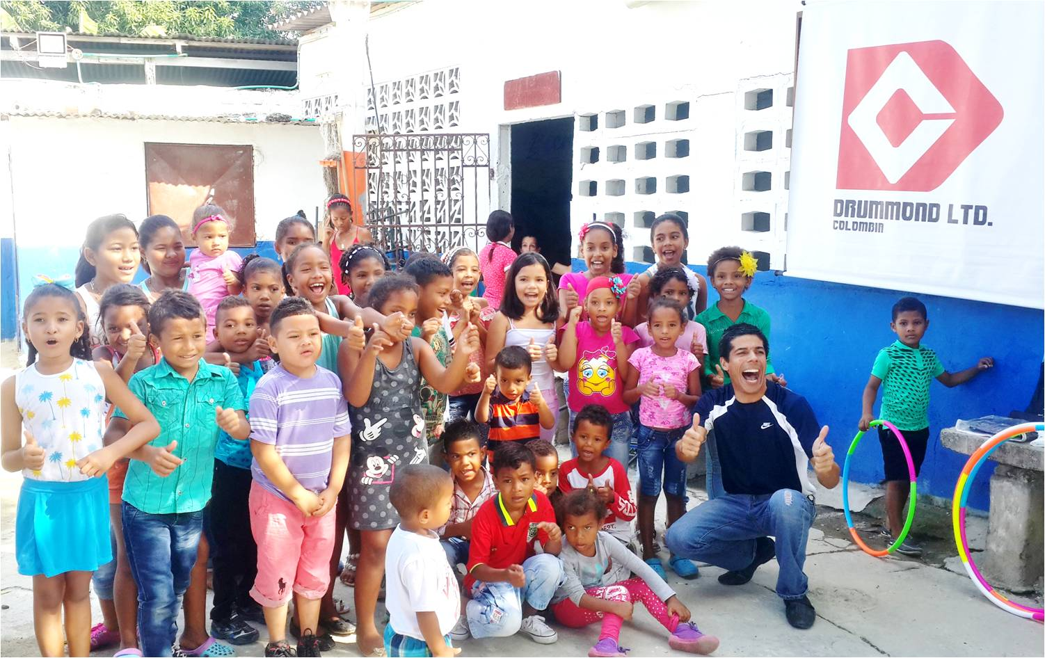 Children from the community of Guacamayal are participating in recreational activities.