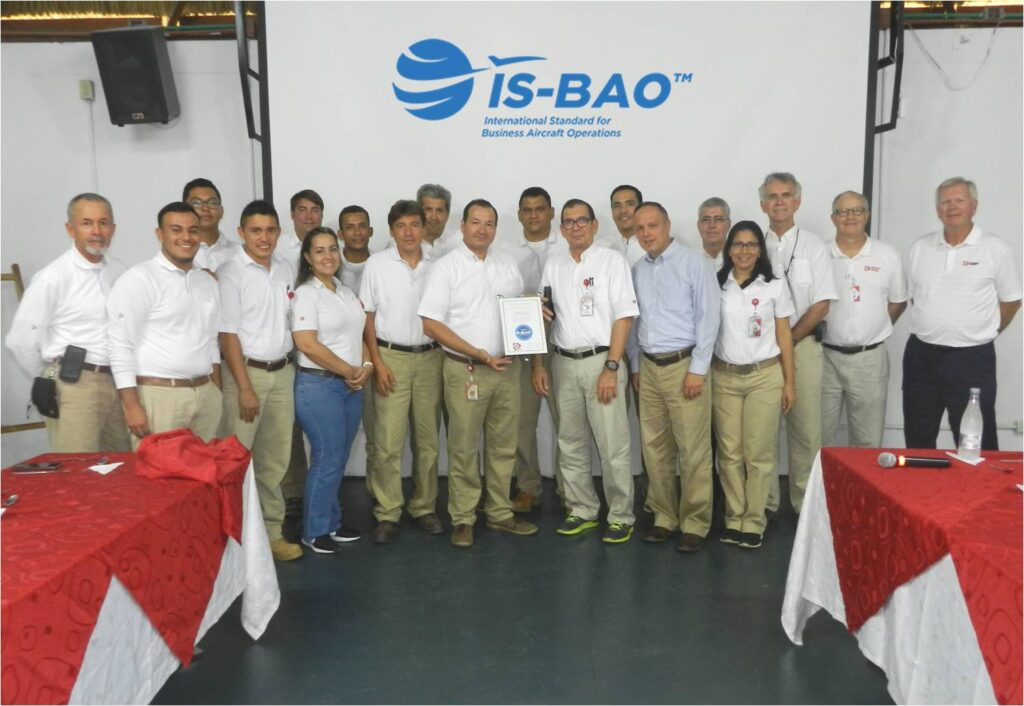 Depto. de Aviacion de Drummond recibe certificacion IS-BAO_1