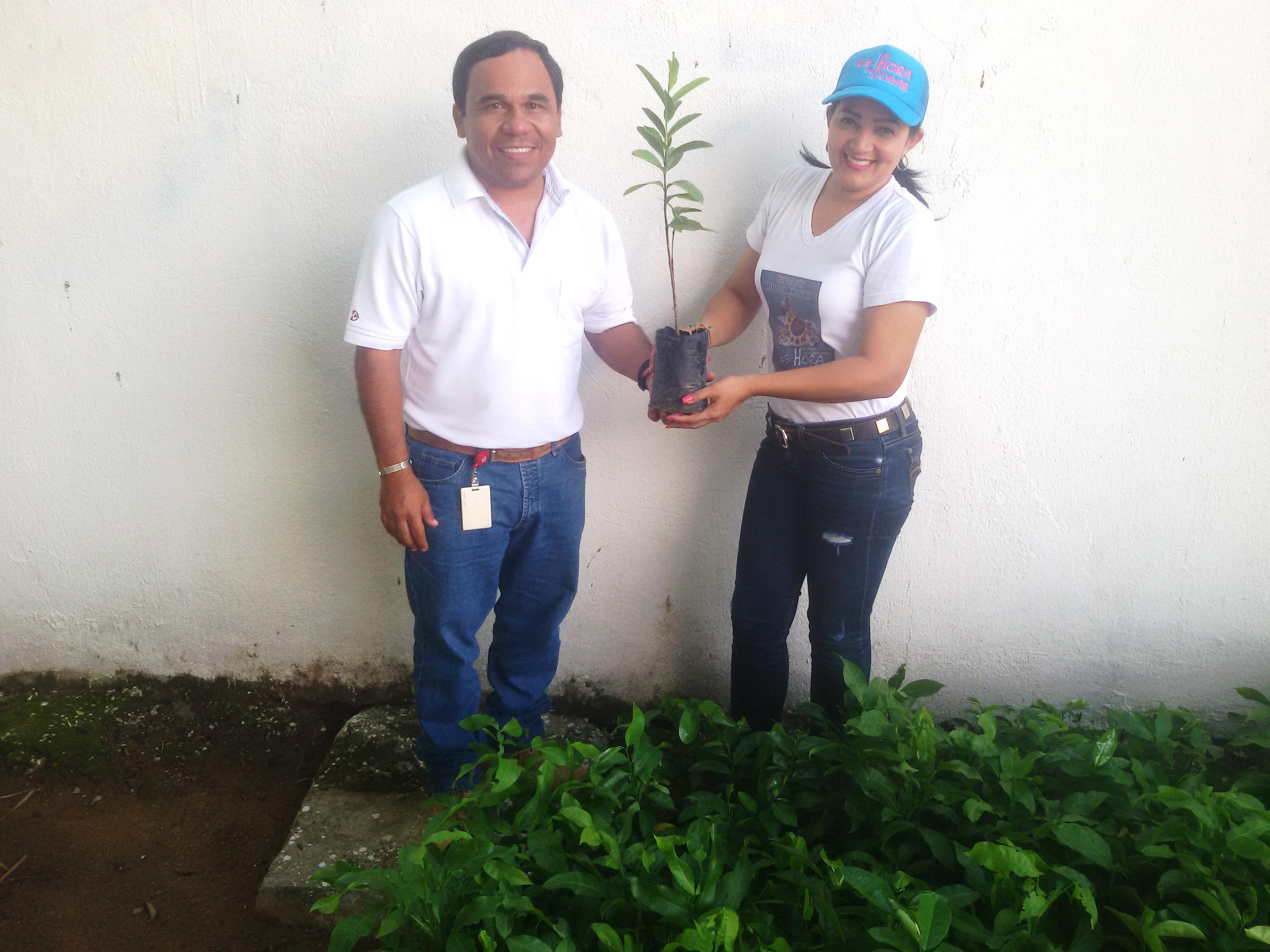 *En la fotografía: Leonardo Armenta, Asistente de Relaciones con la Comunidad de Drummond Ltd., y Erica Trujillo, Coordinadora de Programas Sociales del municipio de La Jagua de Ibirico.