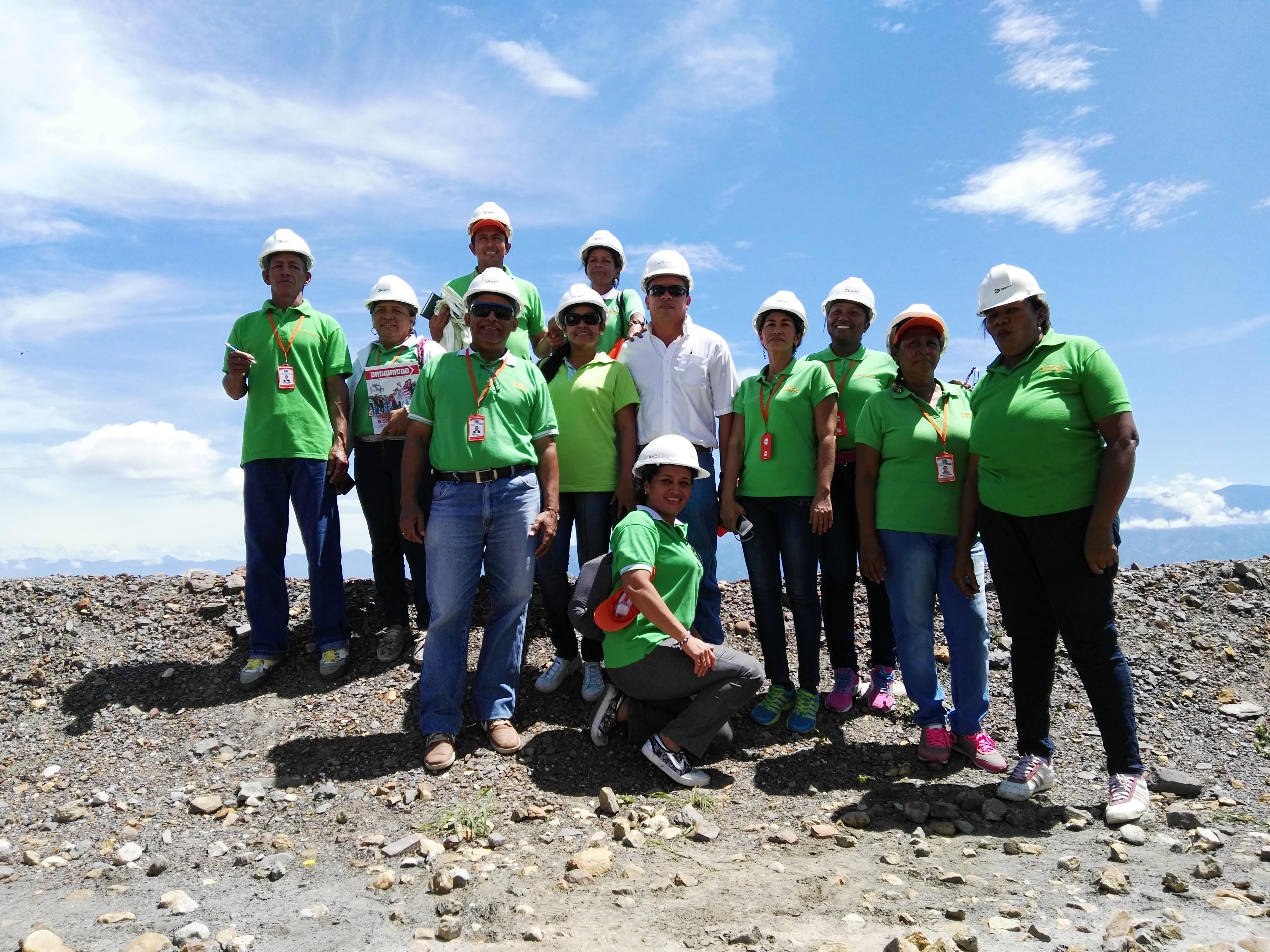 *Miembros de Asoprocogchi, junto a Freiny Fragozo, Supervisor Ambiental.†