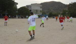 *In the picture the team was made up by Drummond's employees and Equipo Glorias del Fútbol Unión Magdalena playing soccer in the Garagoa neighborhood in Santa Marta.