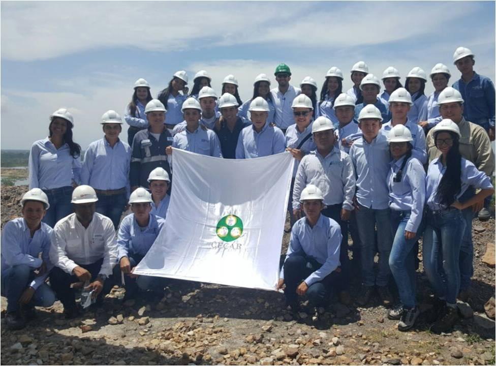 Estudiantes de Ingeniería Industrial de la Corporación Universitaria del Caribe - CECAR, en compañía del Analista Ambiental de Drummond Ltd., Iván Alberto Fonseca Medina.