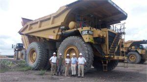 León Valencia y Alexander Riaño, acompañados de Juan Pablo Arteaga, Claudia Rivas y Pablo Urrutia en la mina Pribbenow.