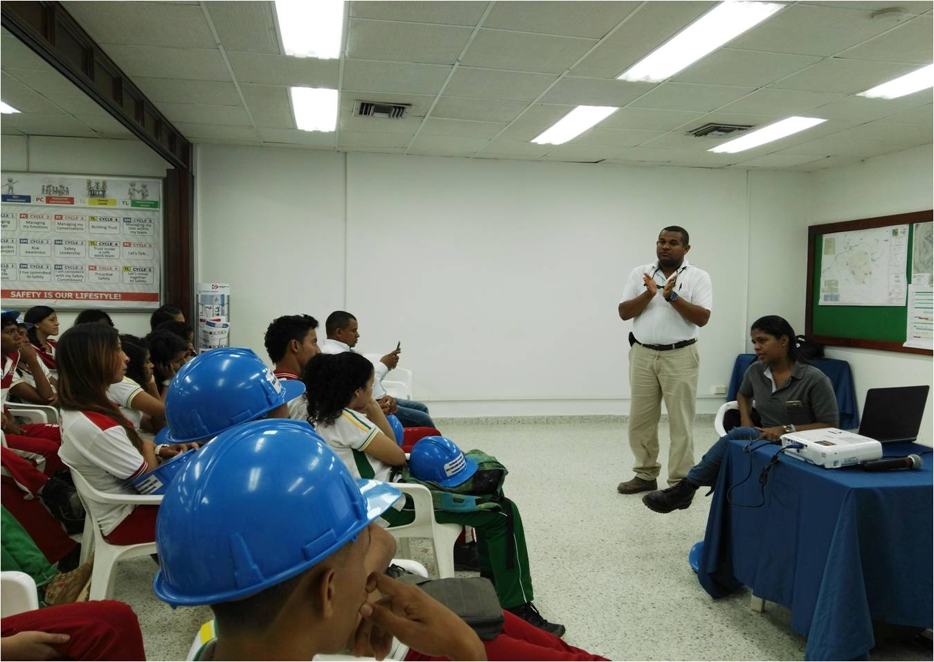 *An 11th grade student from the educational institution Jose Guillermo Castro Castro from La Jagua de Ibirico, during the socialization of environmental issues